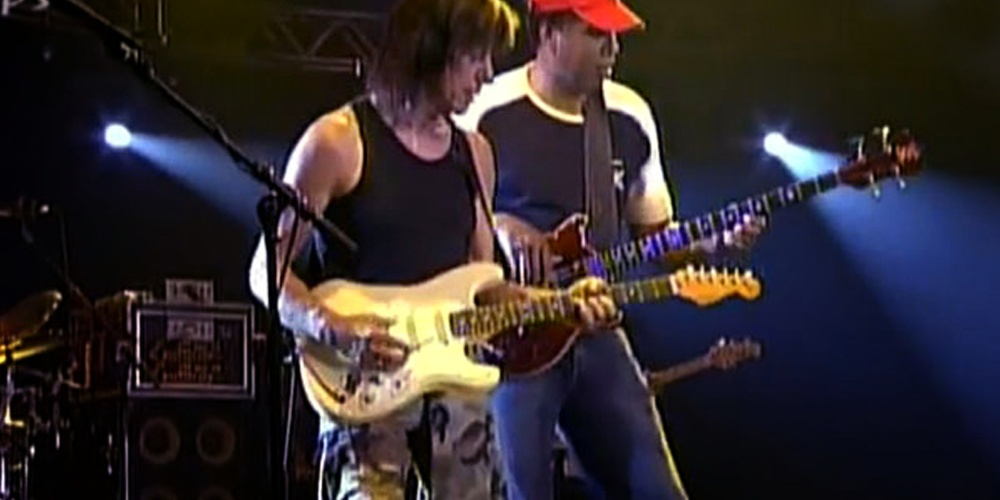 """Jeff Beck & Stanley Clarke """"Lopsy Lu"""" Live Video"""